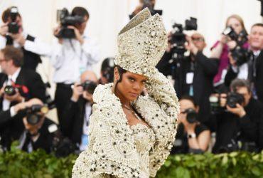 Рианна в платье Папы Римского и новая девушка Илона Маска: чем удивил «католический» бал Met Gala-2018