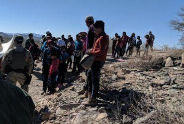 Пограничники спасли 57 нелегалов в аризонской пустыне