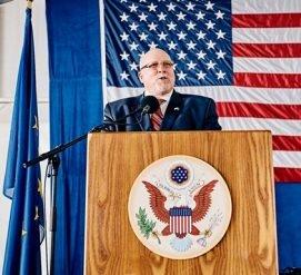 Посол США в Эстонии уходит в отставку из-за Трампа