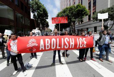 Движение за отмену иммиграционной полиции набирает обороты. Почему она появилась?