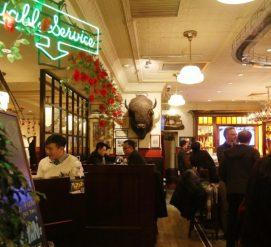 Владелец китайского ресторана в Чикаго хотел посадить цветы. Его обвинили в пожирании собак