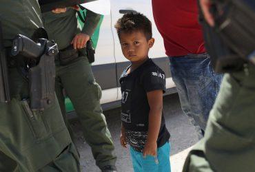 Охранники центра для детей-нелегалов жестоко обращаются с подопечными