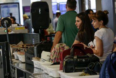 В аэропорту пограничники конфисковали $58 000 у иммигранта из Албании. И не вернули