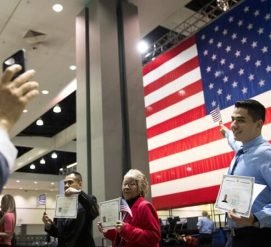 Иммиграционная служба полностью изменила дизайн сертификатов о натурализации и гражданстве