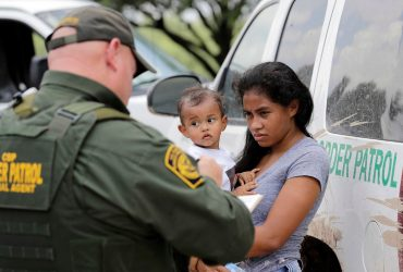 Суд обязал власти США воссоединить детей и родителей, разделенных на границе
