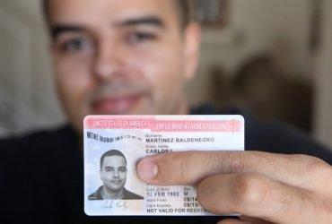 Иммиграционная служба отзывает 800 разрешений на работу