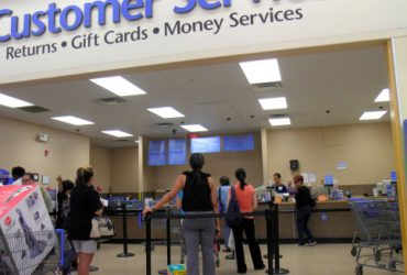 Мошенник полтора года возвращал испорченные вещи в Walmart. Он нанес ущерб в $1,3 миллиона