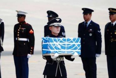 ВИДЕО: Северная Корея вернула США останки американских военных. Их не отдавали полвека