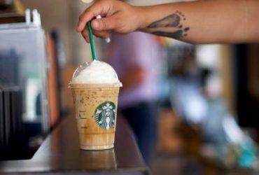 Starbucks запретит пластиковые соломинки. Теперь их станет меньше на миллиард в год