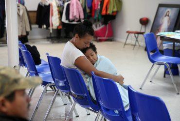 Детей не успевают воссоединить с родителями, но суд отказался давать правительству отсрочку