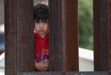 Для воссоединения разлученных на границе семей проведут ДНК-тесты
