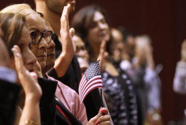 Статистика: Большинство американцев приветствуют легальную иммиграцию