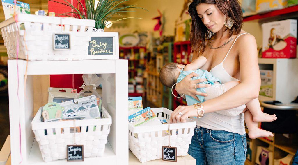 Во всех штатах официально разрешили кормить детей грудью на публике