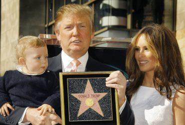 ФОТО: Звезду Трампа на Аллее славы разбили вдребезги