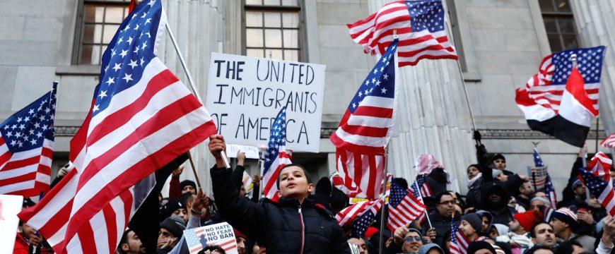 Американцы впервые за 17 лет считают иммиграцию самой большой проблемой США