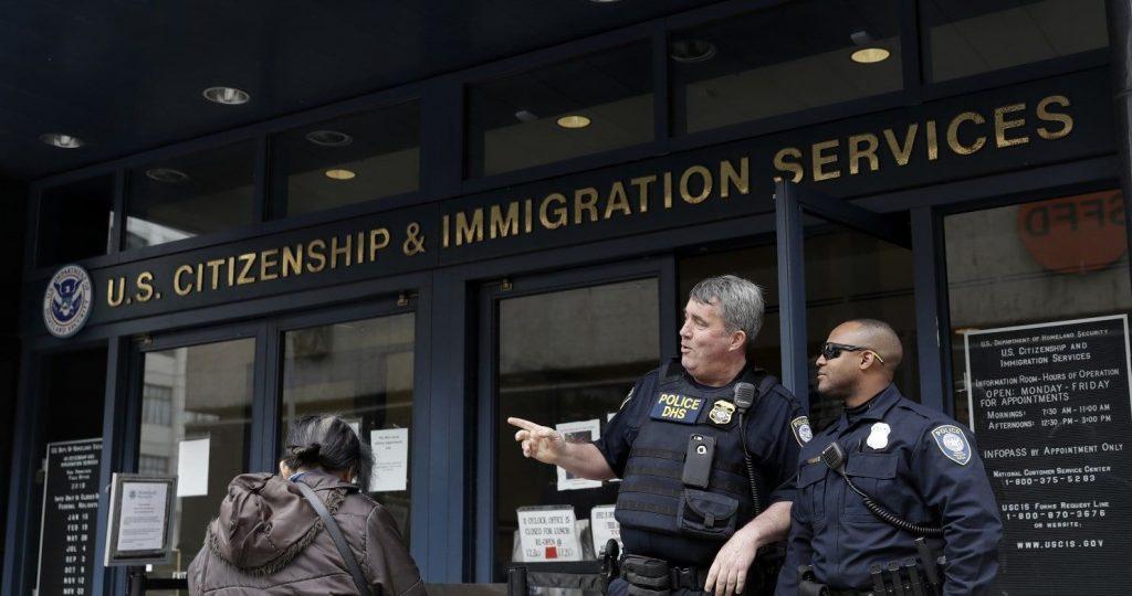 Теперь иммиграционная служба может сразу отказать в петиции, если вы не предоставили все документы