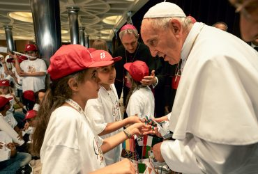 """Папа объявил политику """"нулевой толерантности"""" против священников-насильников"""