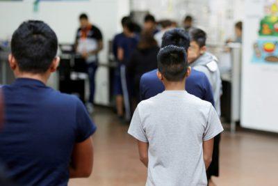 Работника центра для детей-нелегалов обвинили в домогательствах к 8 мальчикам