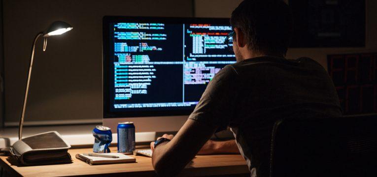 Власти США арестовали троих хакеров-украинцев. Они украли данные 15 миллионов кредиток