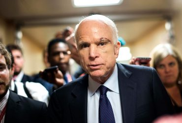 Сенатор Джон Маккейн отказался от лечения рака мозга