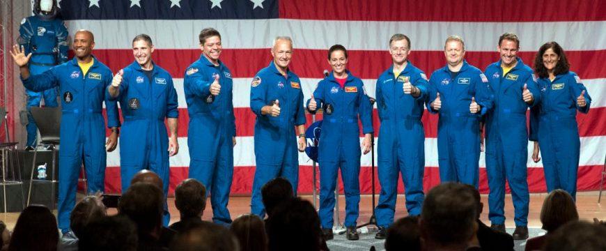 Космическое агентство США представило астронавтов, которые первыми полетят на кораблях SpaceX и Boeing