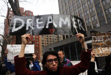 Суд запретил отменять DACA, но признал программу незаконной