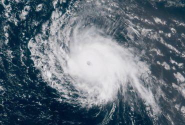 Тропический шторм Флоренс усилился до урагана и движется к Восточному побережью