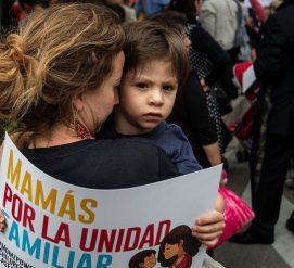 Мигранты, разделенные на границе с детьми, получат второй шанс остаться в США