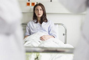 Медицинские проверки иммигрантов проводят врачи с криминальным прошлым