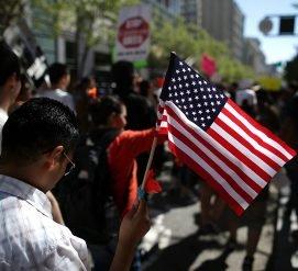 Иммиграционная служба начнет вызывать в суд за нарушение статуса