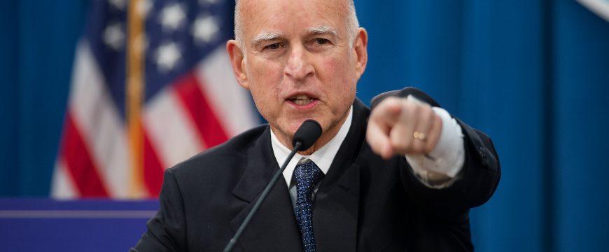 В Калифорнии покупать оружие смогут только люди старше 21 года