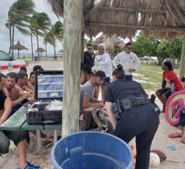 Нелегалы с Кубы приплыли в Майами на лодке. Почти половина из них убежали от полиции
