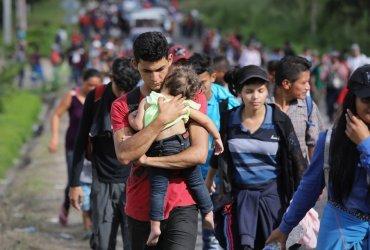 Караван мигрантов повернул назад, не дойдя до США
