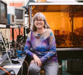 Впервые за 55 лет Нобелевскую премию по физике получила женщина