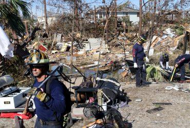 «Электричества нет, воду и лед военные раздают» — русскоязычные о жизни после урагана Майкл