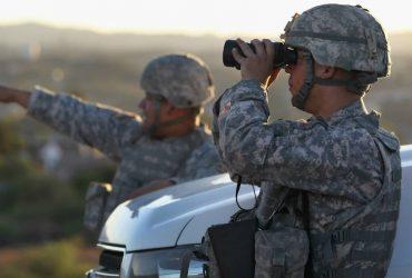 Караван мигрантов будут сдерживать 15 000 американских солдат
