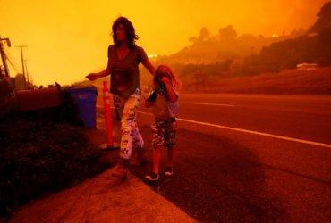 31 погибший, бездомные звезды: пожары в Калифорнии разрастаются