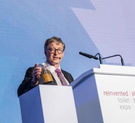 Билл Гейтс пришел на презентацию с банкой человеческих фекалий