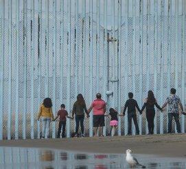Мигрантов из каравана оставят ожидать решения по убежищу в Мексике