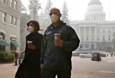 Как жители Калифорнии креативят, когда дым от пожаров накрывает города