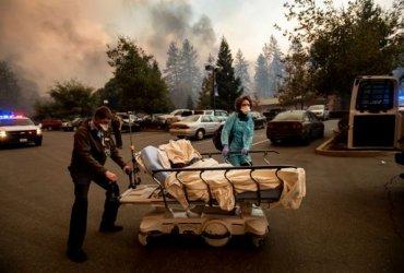 В Калифорнии сгорел Город Пэрадайз. 30 000 людей эвакуированы