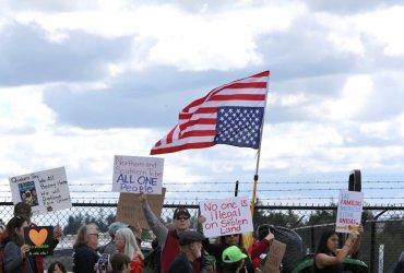 Трамп запретил нелегалам просить убежище