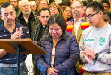 Нелегала, получившего убежище в церкви, арестовали во время похода в иммиграционную службу