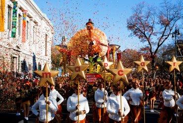 Минус девять, одеяла и 8 000 участников: Как прошел самый холодный парад на День благодарения