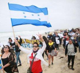 Первый караван мигрантов прибыл на границу США