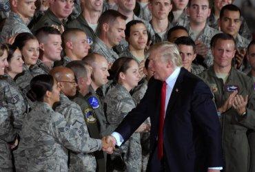 Трамп просит Верховный суд пересмотреть решение на запрет трансгендерам служить в армии