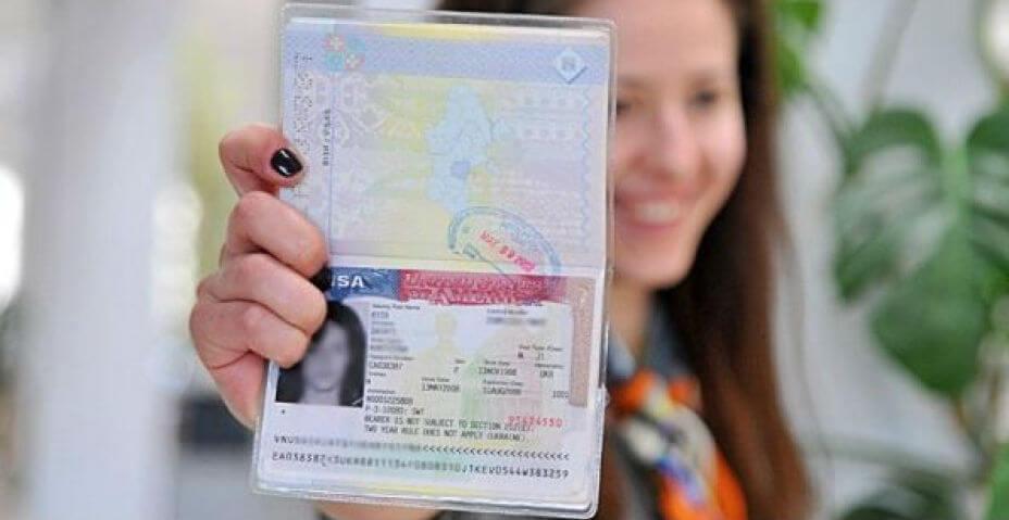 Виза в США станет дешевле для россиян