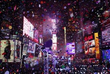 Журналисты и редакторы опустят новогодний шар на Таймс-сквер