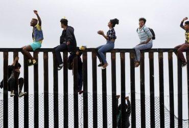 Просителей убежища будут высылать из США до рассмотрения дел