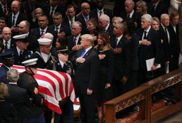 Конфеты, Трамп и 3000 гостей: Джорджа Буша-старшего похоронили в Хьюстоне